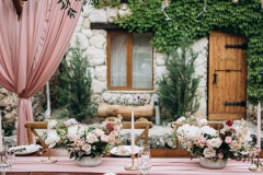 Rustic style wedding table decoration and floristics design